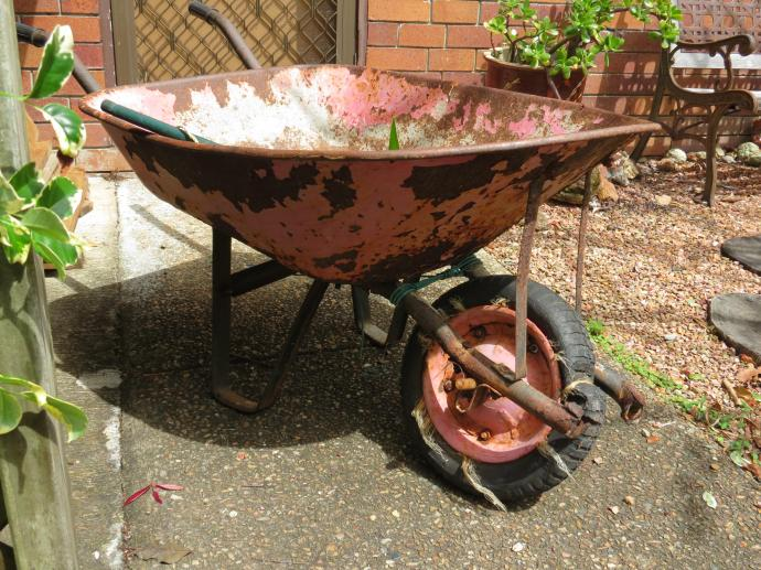 garden wheelbarrow 018_4000x3000