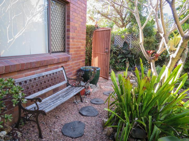 side garden (15 of 17)_5184x3888