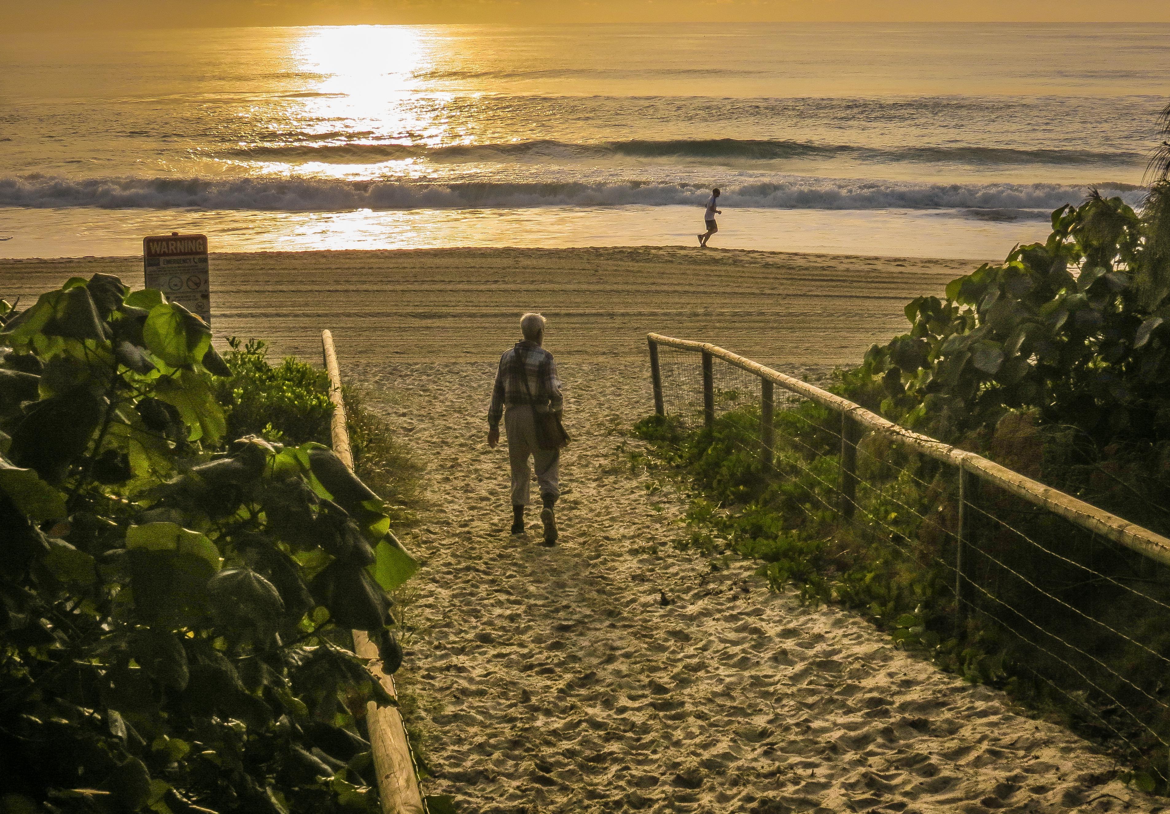 Burleigh Beach morning walk_3811x2651_3811x2651
